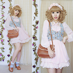 Doll Delight - M'lady Scallop Purse, Romwe Pleated Dress, Romwe Floral Denim Vest - Peach Poodle