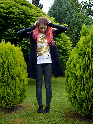 Shira Elizabeth - Reserved C3po T Shirt, H&M Starred Black Pants, H&M Black Canvas Shoes, Handmade Black Hoodie - This is madness!