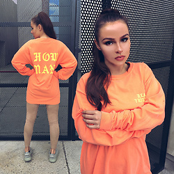 Paula Suchowera - Yeezus Real Friends Melon Longsleeve - HOW MANY / Kanye West - Real Friends