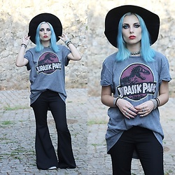 Cátia Gonçalves - Pull & Bear Jurassic Park T Shirt, Sheinside Flared Jeans, Primark Hat - Perfect strangers down the line  Lovers out of time