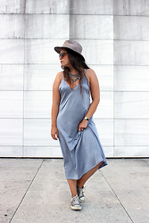 Joana Sá - Zara Hat, C&A Sunglasses, Zara Necklace, Zara Dress, Nixon Watch, Converse All Star - Flow