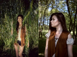 Paulina Pawlak - Sinsay Vest, Second Hand Blouse, New Yorker Leather Shorts - Boho