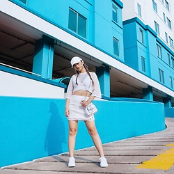 Putri Valentina - Charles & Keith White Bag, Pull & Bear Sneakers, Cotton On Cap - Baby Blue