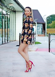 Andreea Ristea - H&M Black And Gols Earrings, Pink Basis Fuchsia Sandals - Fuchsia sandals