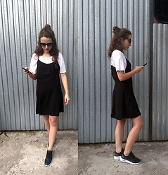 Pamela - Nike Air Max Thea, H&M Dress - Simply