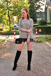 Jana W - Jacqueline De Yong Jumper, H&M Denim Shorts, Aldo Bag, Alma En Pena Overknee Boots - Fall Is Just Around The Corner