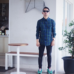 Poldo Napitupulu - Topman Sunnies, Bershka Flannel Shirt, Bershka Denim, Puma Shoes - New sunnies