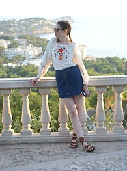 Hollie .S. - Vintage Top, Office Sandals - Last of the summer sun