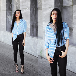CLAUDIA Holynights - Sheinside Shirt, Levi's® Jeans - Blue shirt and dark jeans