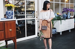 Diana Netaneel Caitilin - Michael Kors Sling Bag, H&M Necklace - OFF SHOULDER