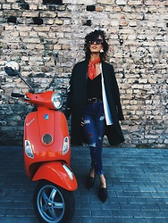 Agnija Grigule - Pull & Bear Jeans With Rose Applications, Zara Pointed Loafers, Cos Coat, Lindex Top, Gucci Sunglasses - RED ON SUNDAY