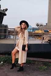 Emmy Nikolausson - Dinsko Boots, Coat, Monki Hat - SUNLIGHT IN THE EVENING SKY ~