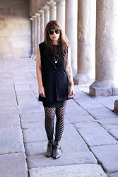 Priscila Diniz - Oroblu Stockings, Jessica Buurman Boots, Stacey Jewellery Colar - Black autumn