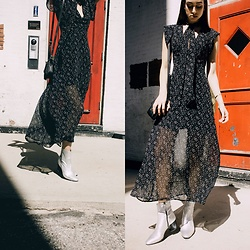 Ana Prodanovich - Forever 21 Star Printed Dress, Topshop Metallic Booties - Seeing Stars This Fall