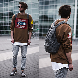 Tim Unterlauf - Diesel Sweater, Pull & Bear Backpack, Neosens Shoes, Zara Jeans - Vintage Diesel Sweater