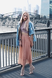 Laura Simon - Noisy May Stars Denim Jacket, Topshop Rose Crop Top, Nakd Half Moon Jewelry, Zara Rose Skirt, Asos Beige Sandals - Covered in rosé 2.
