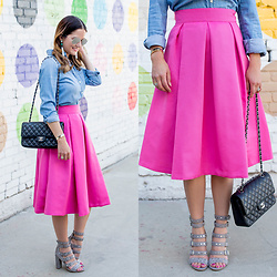 Jenn Lake - Eliza J Pink A Line Midi Skirt, J. Crew Everyday Chambray Shirt, Sam Edelman York Stud Sandal, Chanel Quilted Flap Bag, Quay Mirrored Aviator Sunglasses, Baublebar White Tassel Earrings - A Guide to the Best Walls in Los Angeles