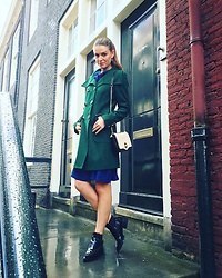Michelle Verpuggi - Edith&Ella Jacket, Givenchy Shoes, Zara Bag - London style on a rainy day☔️