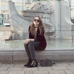 Vicky DISCOMETOOBLIVION - Sacha Suede Buckled Ankle Boots - Velvet blazer x Sacha boots