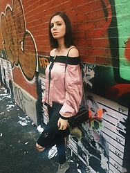 Sami Mauskopf - Pixie Market Pink Satin Off The Shoulder Bomber Jacekt, Topshop Black Ripped Jeans - Welcome to the Jungle