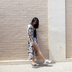 Melisa A - The Editor's Market Lace Up Top, Floral Kimono, Zara Denim Shorts, Adidas Superstar, Monki Sunglasses - STRUCK