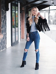 Laura Simon - Topshop Grey Top, Asos Black Jacket, Urban Outfitters Ripped Jeans, Asos Black Fishnet, Asos Black Silver Shoes, Marc By Jacobs Rosegold Watch - Fishnet x Ripped Jeans