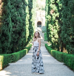 Piia Õ. - Style Moi Floral Maxiskirt, Silk Lace Top - Secret Gardens in Verona