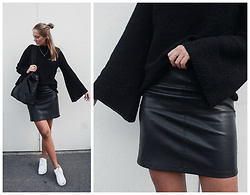 Kajsa Svensson - Vila Skirt, Make Way Knitwear, Nike Sneakers - OCTOBER 10