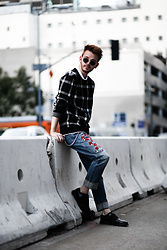 Drew Scott - Gucci Snake Jeans, Zara Check Sweater, Ray Ban Round Sunnies, H&M Elastic Dress Shoes, Saint Laurent Wallet + Chain - GUCCI SNAKE & CHECK SWEATER