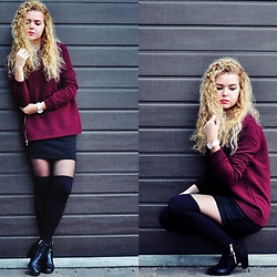 Aleksandra G - Sinsay Sweatshirt, Stradivarius Mini Skirt - Bordo
