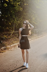 Camilla Brozzo - Ray Ban Sunglasses, Renner Crop Top, Luiza Pannunzio Skirt, Yoins Sneakers - Girly & Sporty