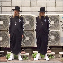 @KiD - Cassette Playa Black One Pieces, New York Hat Fragile × Newyork, Dr. Martens White Boots - Japanese Trash 59