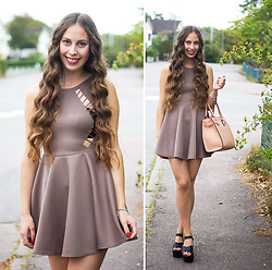 Carina KL - Boohoo Dress - Sunday funday