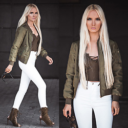 Oksana Orehhova - Dgf Bomber - KHAKI IT UP