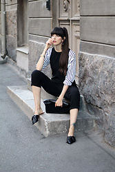 Paz Halabi Rodriguez - Zara Hop Earrings, H&M Striped Blouse, H&M Black Suede Roll Bag, Zara Black Leather Bow Slides - Stripes in black