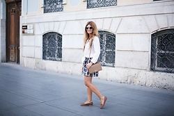 A TRENDY LIFE - Zara Blusa, Marola Falda, Chanel Bolso, Michael Kors Gafas De Sol, Stradivarius Mocasines - Beautiful Skirt & white Blouse