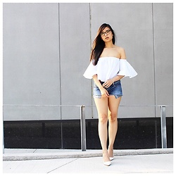 Rose . - Zara Top, American Eagle Outfitters Shorts, Zara Heels - Baring them all