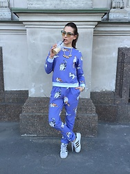Liza Odinokikh - Liza Odinokikh Sweatshirt, Liza Odinokikh Pants, Adidas Sneakers, Mawi Necklace, Miu Sunglasses - Kitty cat outfit!❤️