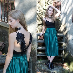 Alba Granda - Rosegal Black Dress, Rosewholesale Midi Skirt, Rosewholesale Gothic Choker, Stradivarius Boots - Black Wings