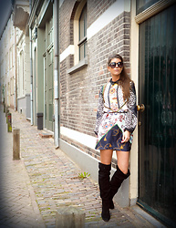 Fashionista Chloë Sterk - River Island Dress - OVER THE KNEE BOOTS – TO KEEP OR TO GIVE AWAY THIS WINTER?