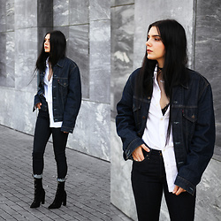 CLAUDIA Holynights - Soufeel Name Necklace, Levi's® Denim Jacket, Levi's® Jeans, Solewish Boots - Denim
