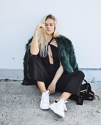 NA-KD - Sanne Alexandra Green Fake Fur, Na Kd Halterneck Cut Out Front Jumpsuit - Don't get green with envy