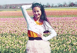 Hanna Painter - A.P.C. Shirt, Bershka Festival Skirt - Tulip field <33