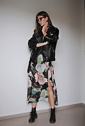 Yulia Sidorenko - Rosegal Chiffon Floral Print Dress, New Yorker Leather Jacket, H&M Boots, Wholesalebuying Glasses - Floral print dress