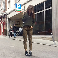 Andrea Ávila - H&M Green Sweater, Bershka Military Cargo Pants, Stradivarius Chunky Boots, Parfois Chain Bag - Random People