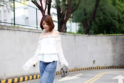 Crystal Lin - Style Mafia Off Shoulder Top, Citizens Of Humanity Retreo Jeans, Loeffler Randall Rider Bag - Snow White