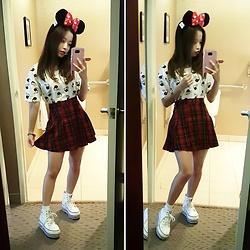 Chloe C. - Disney Minnie Mouse Headband, H&M Plaid Pleated Skirt - Mini minnie