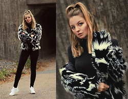 Elin Hansson - Old, H&M Faux Fur, Dr. Denim Black Jeans, Adidas Sneakers - I'm a cool girl, ice cold