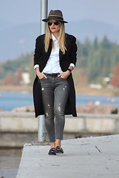 Eniwhere Fashion - Choies Black Coat, Jean Bourget White Shirt, Zara Grey Jeans, Mango Mocassini, Conte Of Florence Hat - Mocassini style