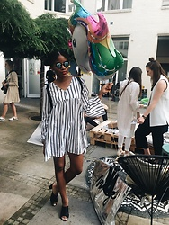 Nelly Negret -  - Outfit: Dress with stripes